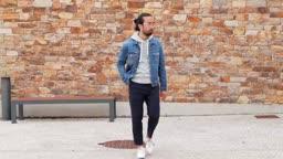 6 Ways To Wear A Denim Jacket (in 90 seconds)